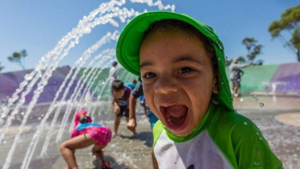 Sydney suffers through hottest day in 80 years