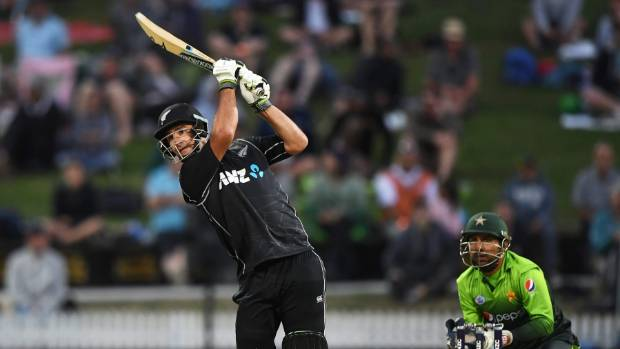 Pakistan makes 262-8 in 4th ODI vs New Zealand