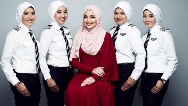 Real air hostess gives good service - 2 1