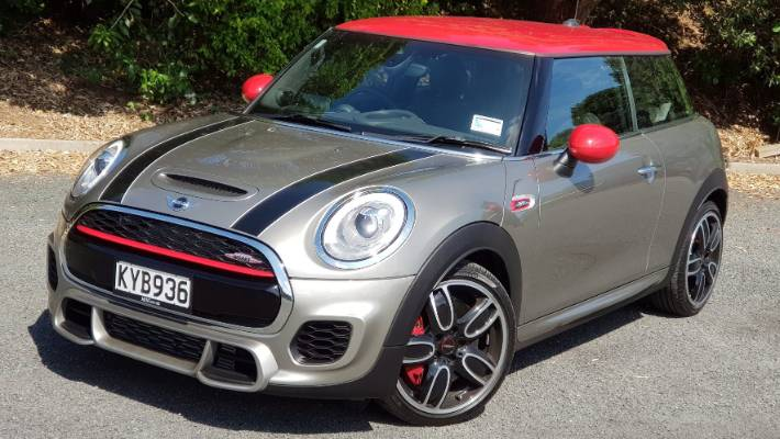 The Cult Of Mini Jcw Now Has Very Comfortable Chairs Stuffconz