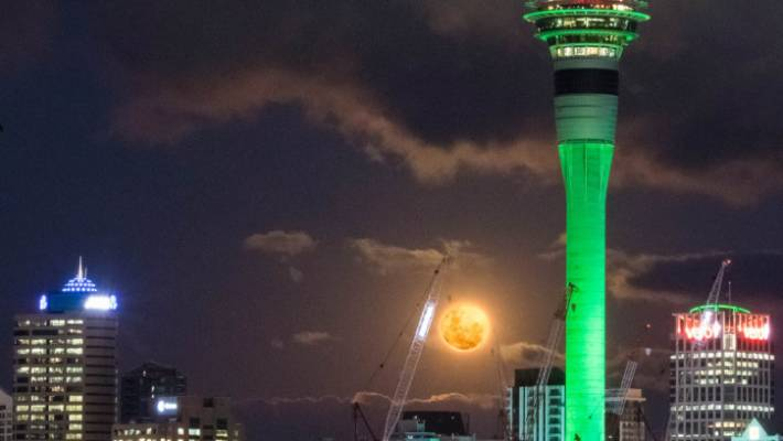 'Super blood moon' thrills onlookers with vibrant shade of red