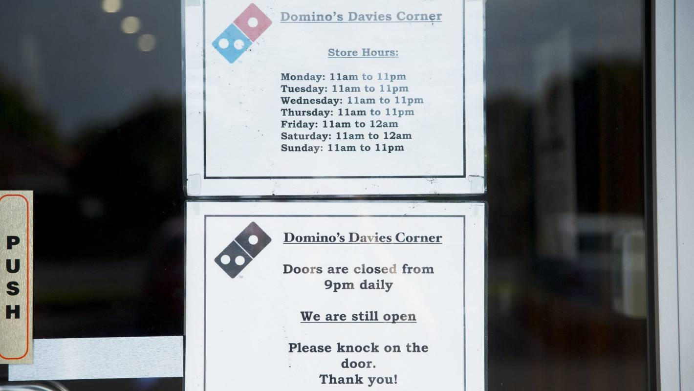 Men armed with screwdriver rob Hamilton Domino\'s pizza outlet ...