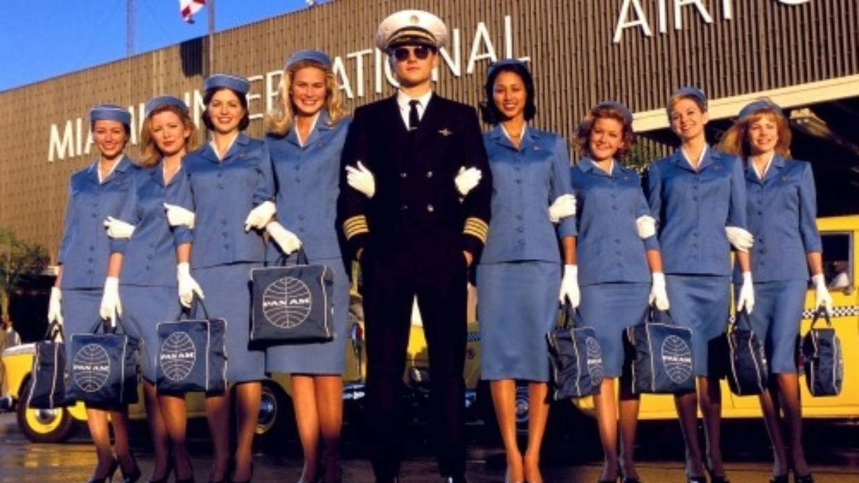 Pilot and flight attendant uniforms: The meaning behind the outfit