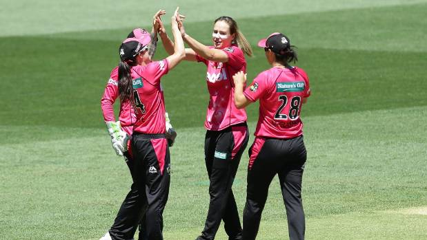 WBBL final: Sydney Sixers defend title, cruising to victory against Perth Scorchers