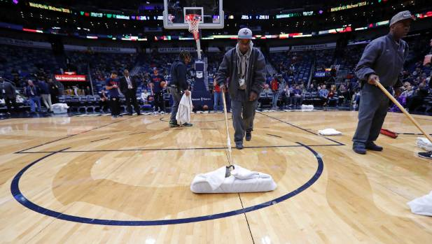 Pacers-Pelicans game postponed after rain delay due to leaky roof