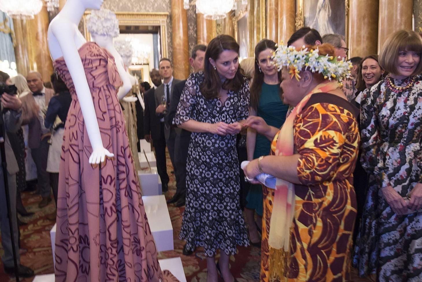 5588e9f5012 Karen Walker and Cook Islands artisan meet the Duchess of Cambridge and  Anna Wintour