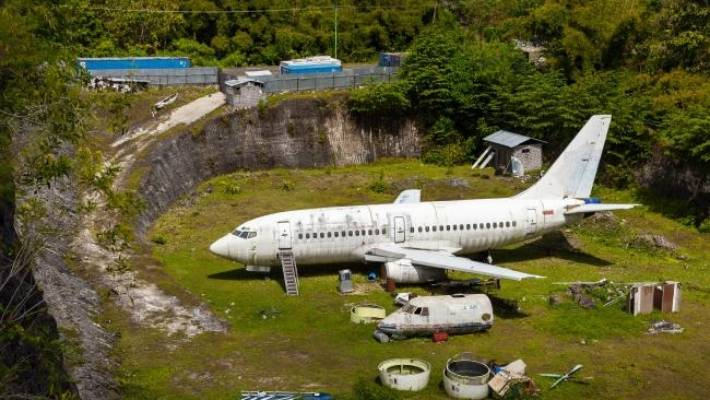 What's a Boeing 737 doing in an abandoned quarry in Bali
