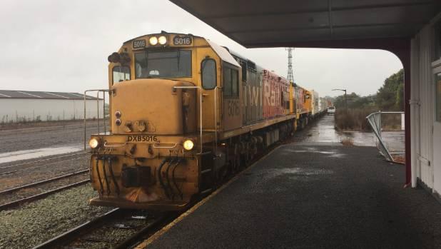 KiwiRail locomotive at Stratford railway station transporting general freight.