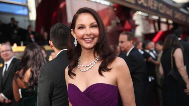 Ashley Judd claims Harvey Weinstein's words to Peter Jackson cost her a key role in the Lord of the Rings.