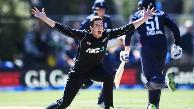 Knee injury rules Mitchell Santner out of Test series against England
