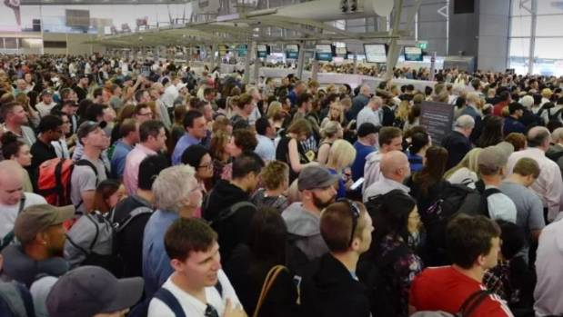 Sydney Airport glitch causes long queues