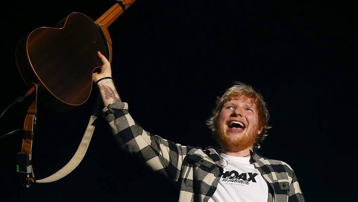 ed sheeran visits the black caps at eden park. Black Bedroom Furniture Sets. Home Design Ideas