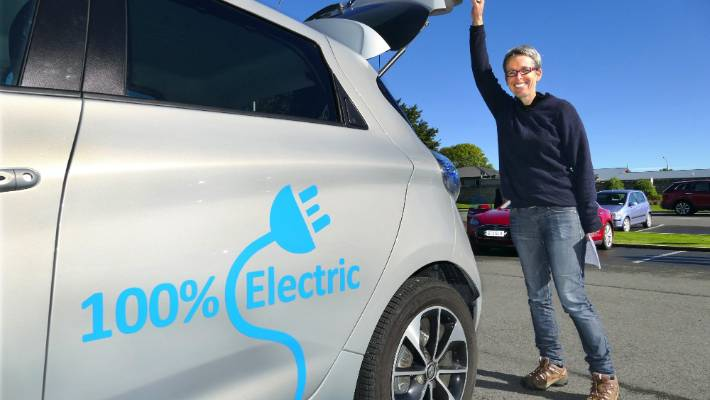 Megan Reynolds Loads Her Renault Zoe Electric Car As The Better New Zealand Trust S Leading