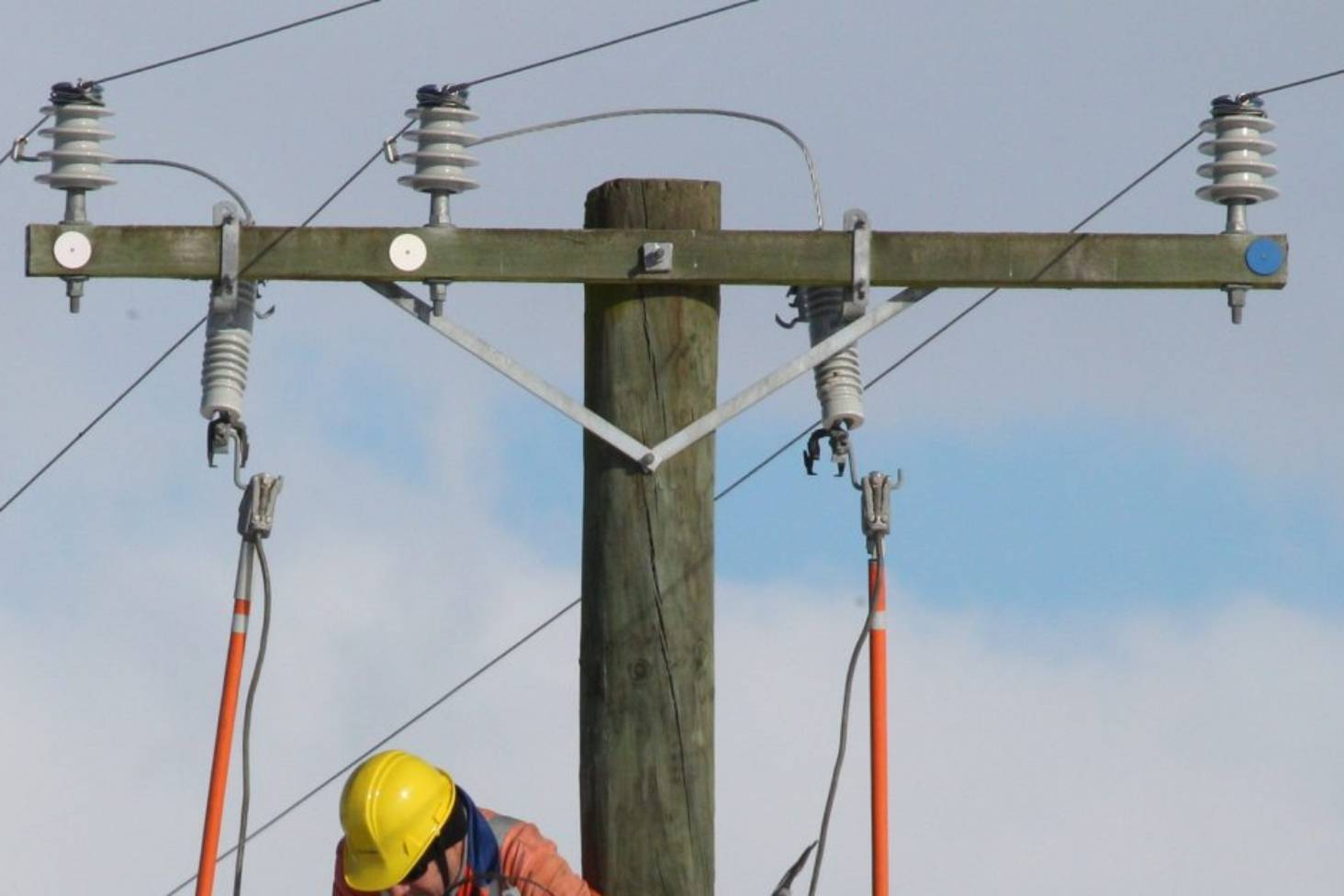 Lines Clash Causes Power Outage Across Timaru And Pleasant Point New Electrical Wiring Colours Nz Stuffco