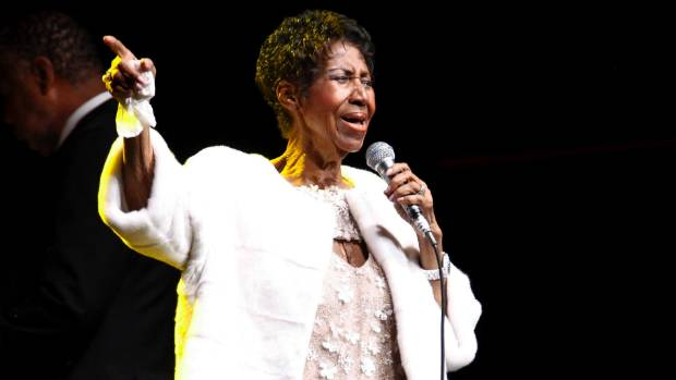 Aretha drops out, Rod Stewart steps in