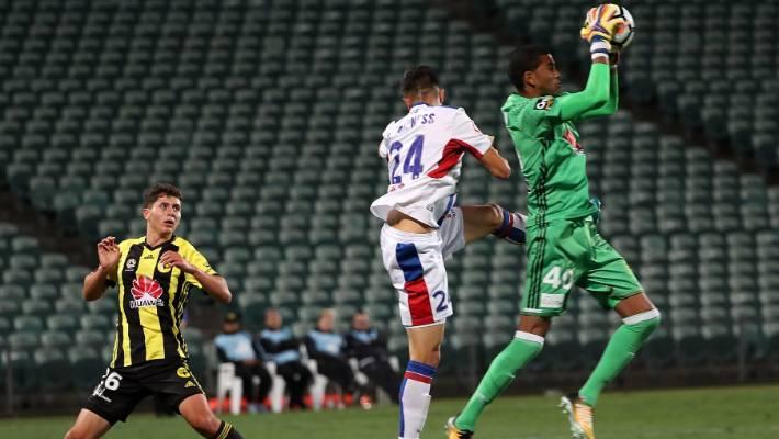 Wellington Phoenix goalkeeper Tando Velaphi suffers season ...