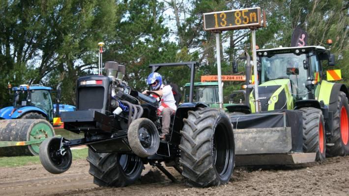 Tractor pull thrills | Stuff co nz