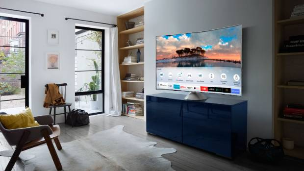 Samsung Smart TVs auto detect devices that you plug in to them