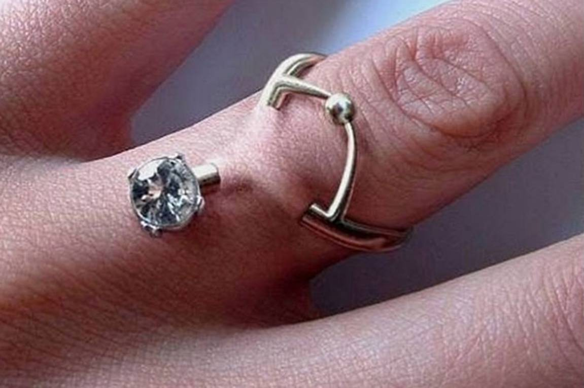 Experts Are Warning Against Engagement Ring Piercings Stuffconz