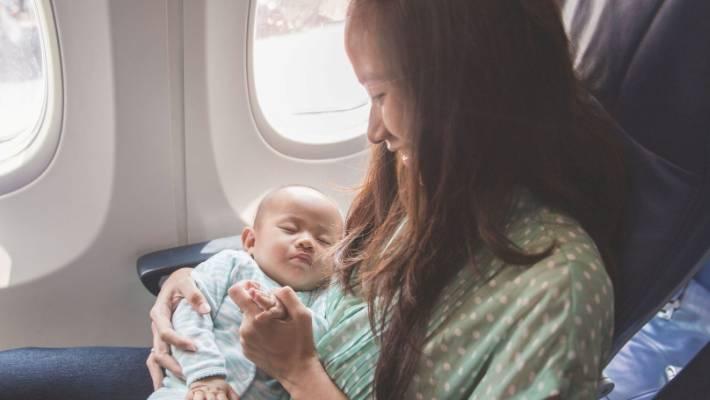 Bayi dalam pesawat