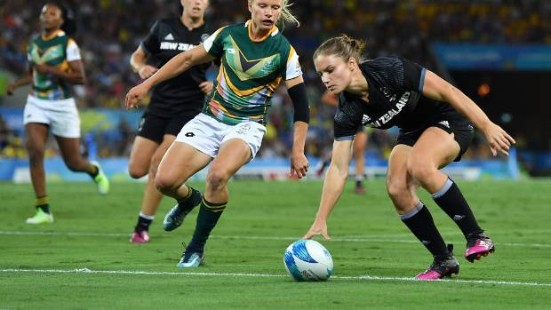 Michaela Blyde scores for New Zealand against South Africa at the Commonwealth Games on Friday night.