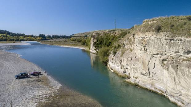 Environmentalists are furious over plans to delay bringing in new minimum water flow requirements on the Hurunui River.