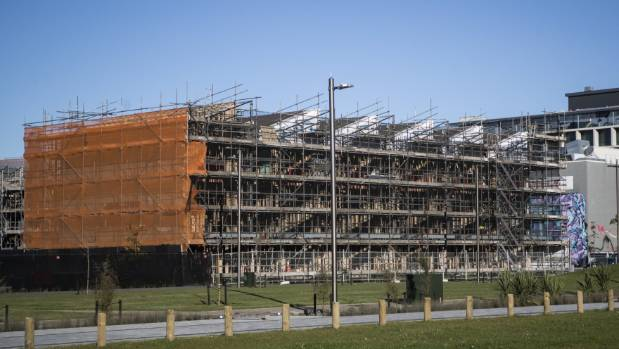 Government 'locked in' to contract for delay-riddled east frame