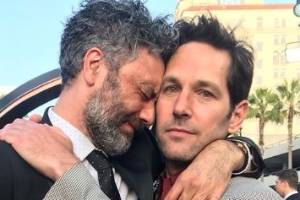 An emotional embrace between NZ director Taika Waititi and Avengers' star Paul Rudd.