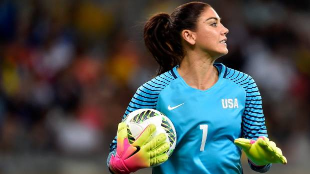 Hope Solo playing against New Zealand at the Rio Olympics