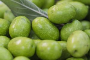 Removing one olive from inflight salads saved American Airlines US$40,000 in 1987.