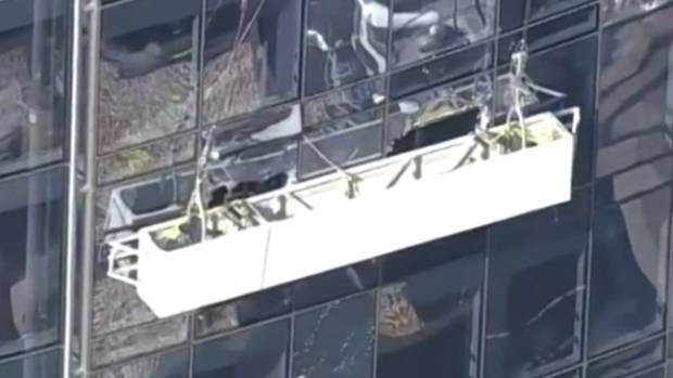 2 workers rescued after scaffold breaks windows at NYC tower