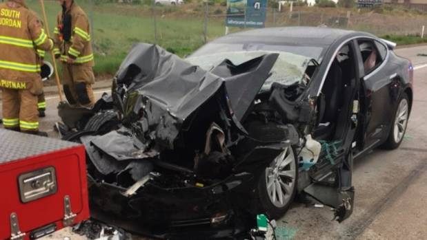 Tesla driver had her hands off wheel before crash