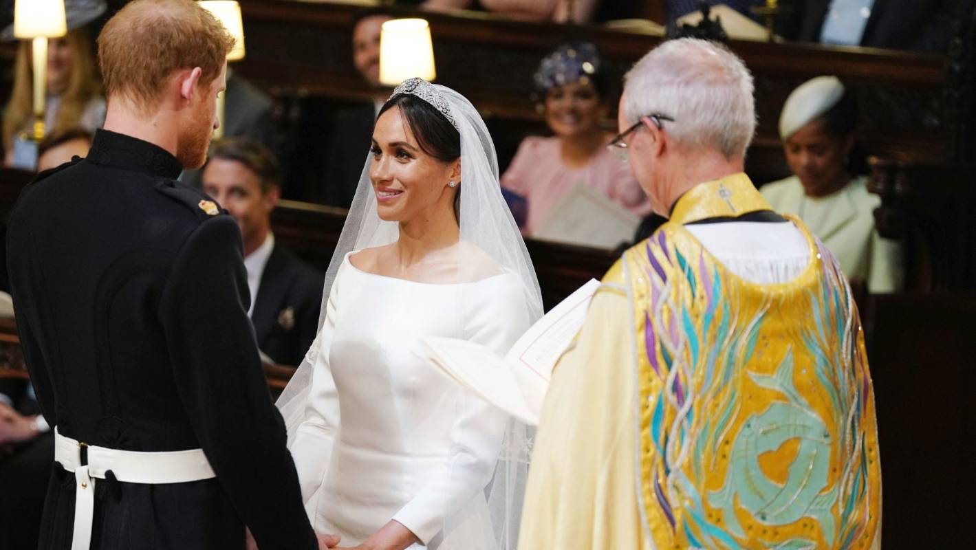 meghan markle s traditional white wedding dress pays homage to commonwealth stuff co nz meghan markle s traditional white