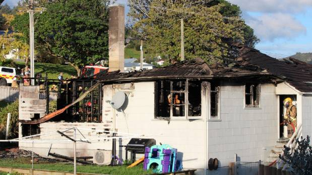 Fire rips through Thames house