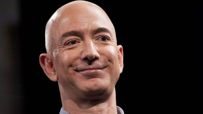 Jeff Bezos reportedly spotted with alleged mistress at Golden Globes