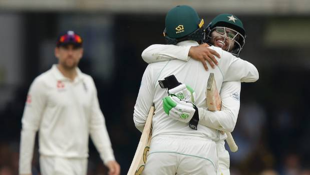 England escape late against Pakistan