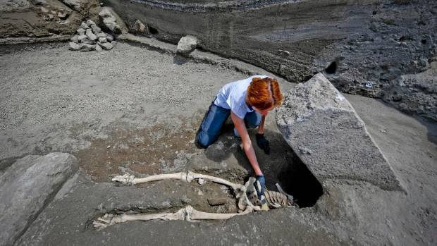 Headless skeleton of man trying to flee Mt. Vesuvius discovered