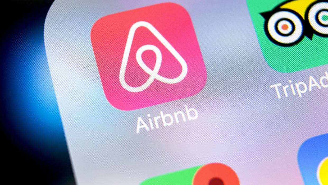 Naked couple kicked out of Airbnb: Your rights when Airbnb