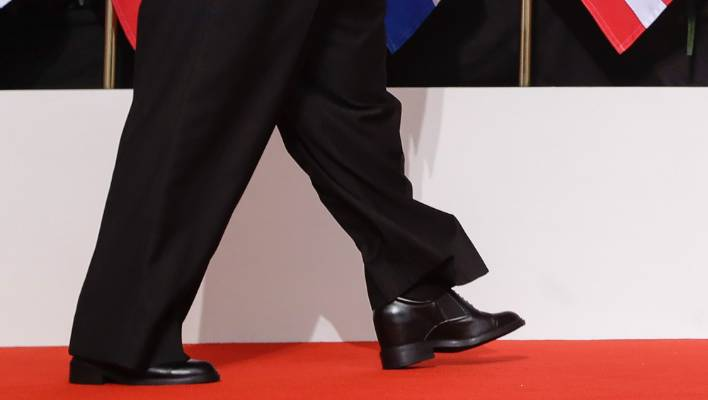 6b17b2ebd128ed North Korea leader Kim Jong Un may have worn platform heels or inserts in his  shoes