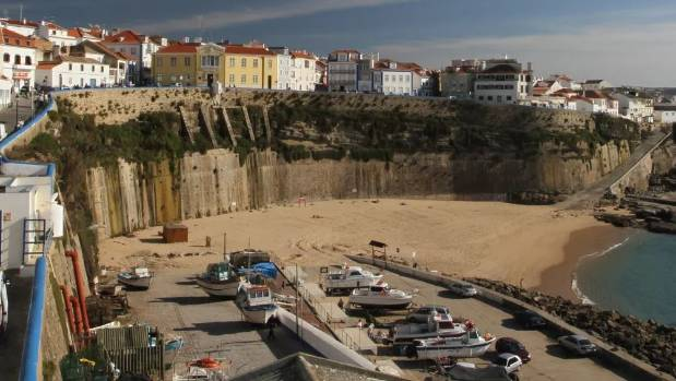 The pair died after falling from the cliff top at Pescadores Beach in Ericeira Portugal