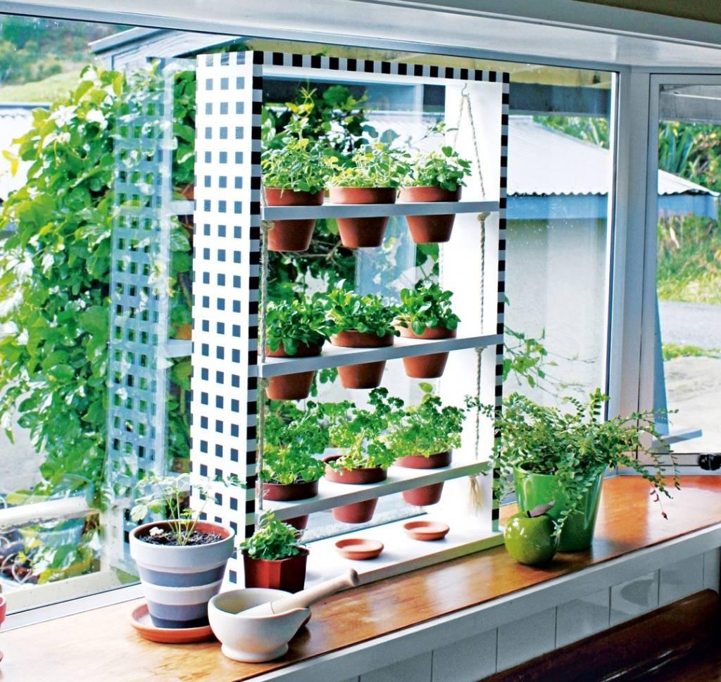 Windowsill Herb Planter: DIY: Hanging Windowsill Herb Planter