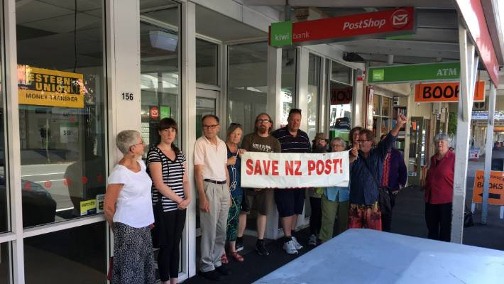 NZ Post and minister agree 880 post outlets 'a minimum' but