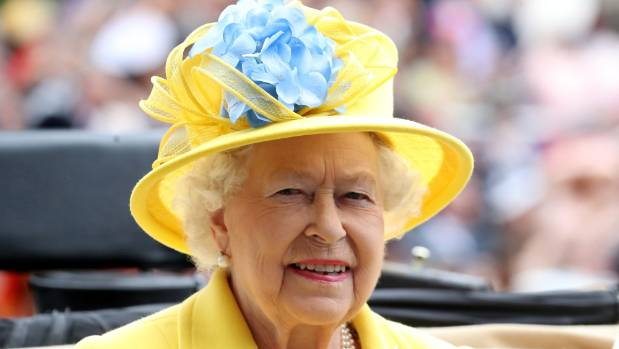 Trump keeps Queen Elizabeth waiting before meeting at Windsor Castle