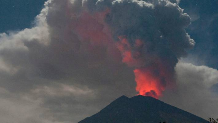 Bali Airport Reopens After Ash Threat From Volcano Stranded
