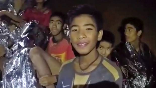 Rain adds urgency to rescue of last five trapped in Thai cave