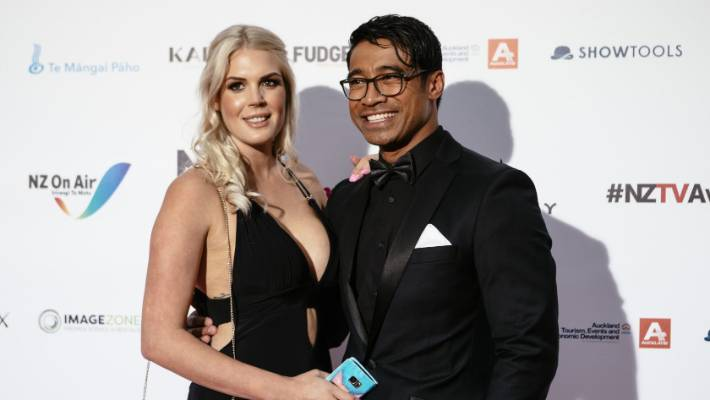 Pua Magasiva leaves a daughter of his first marriage and wife Lizz Sadler (photo), with whom he married last year.