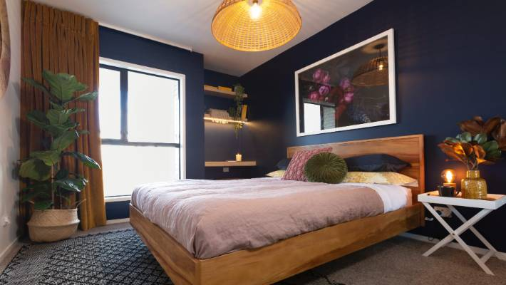 Midnight Blue Walls Featured In Amy And Stu S Guest Bedroom The First Week Of