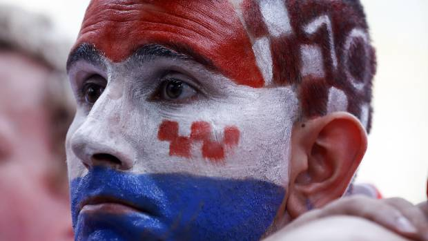 French soccer team gets hero's welcome in Paris