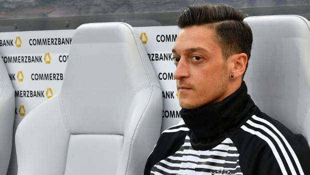 Ozil has 'respect of every player', says Arsenal boss