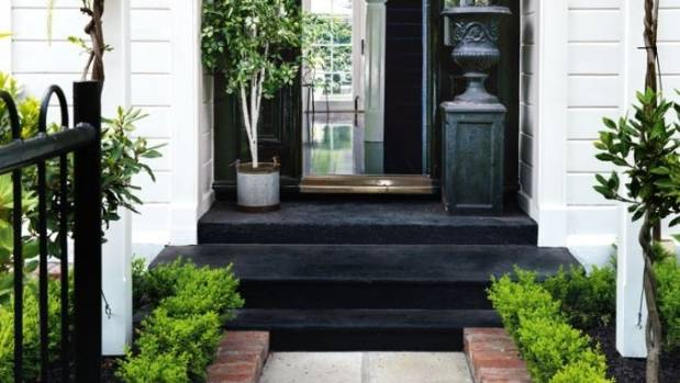 Character houses suit formal gardens that enhance their symmetry.